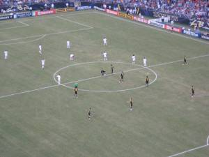 Milan (white) vs Chelsea (dark blue) kickoff